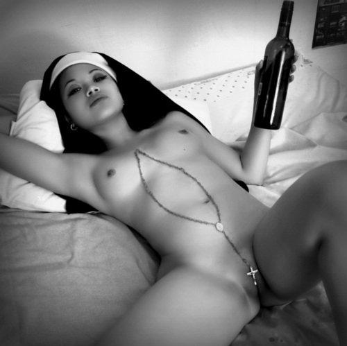 120702-real-nun-secret-nude-photo